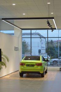 Световое каре Веста и прожекторы на шинопроводе Elpro Sono в соответствии с новым дизайном бренда LADA